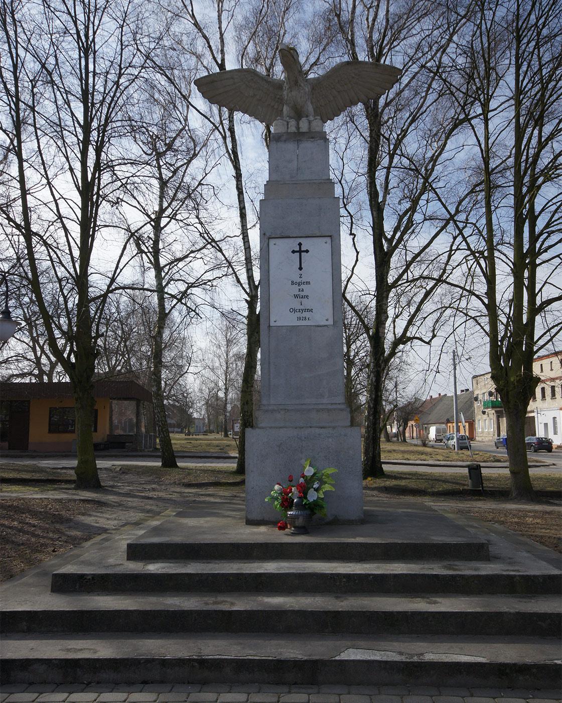pomnik-powstancow